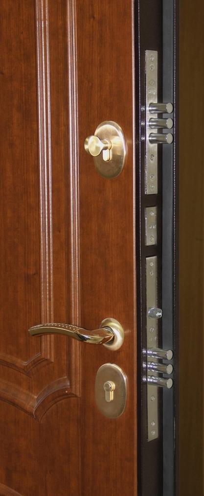 металлическая входная двухстворчатая ламинированная дверь темный орех